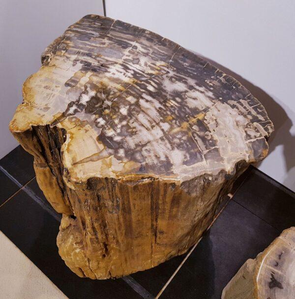 Bijzettafel versteend hout 1675