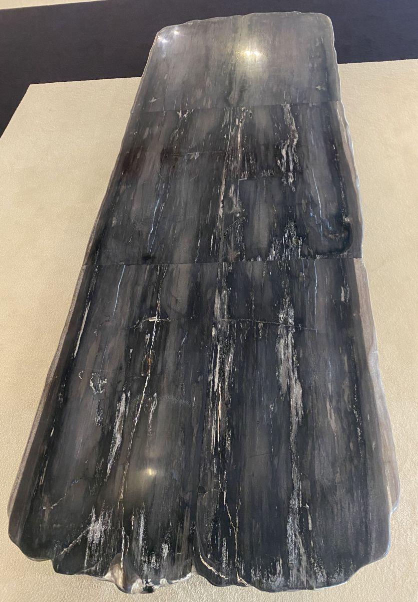 Table en bois pétrifié 33252