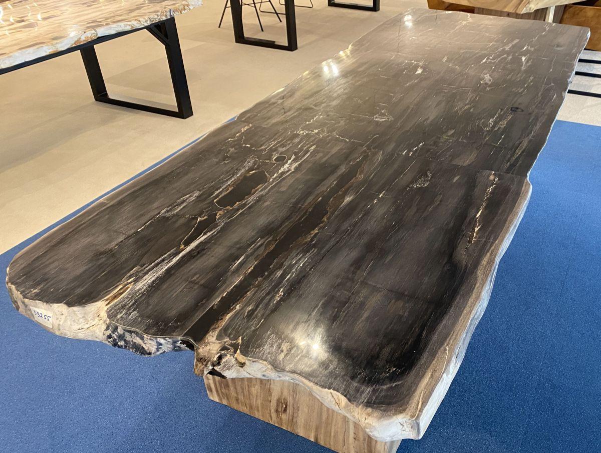 Table en bois pétrifié 33255
