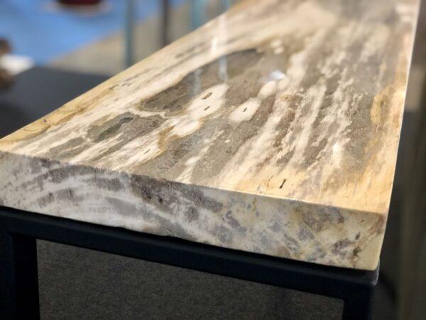 Cómodas madera petrificada de color claro