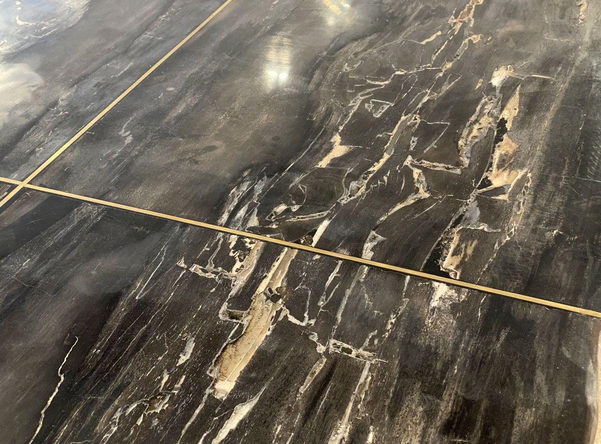 Table top petrified wood 33248