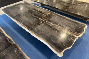 Tisch versteinertes Holz 33247