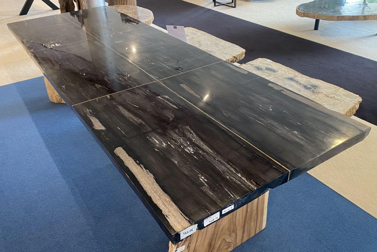 Tisch versteinertes Holz 33256